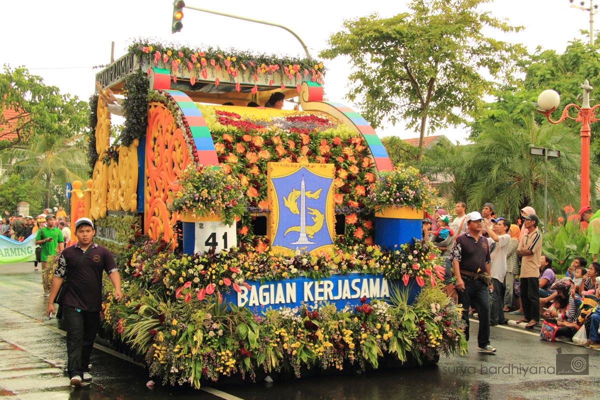 Parade Budaya dan Pawai Bunga Surabaya 2014
