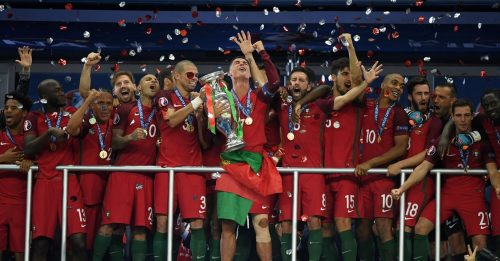 Tim Portugal dan Trofi Euro 2016 (Sumber: www.uefa.com)